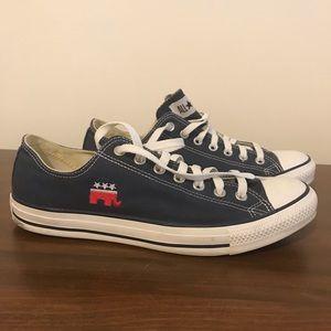 Rare Converse men's blue elephant shoe 10.5